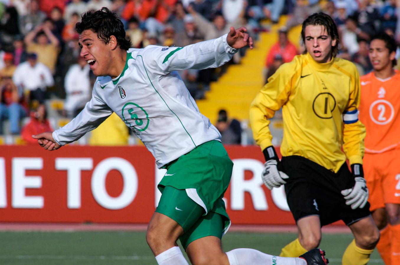 Tim Krul op het WK O17 als aanvoerder van Oranje. Hector Moreno (later PSV) heeft zojuist gescoord.