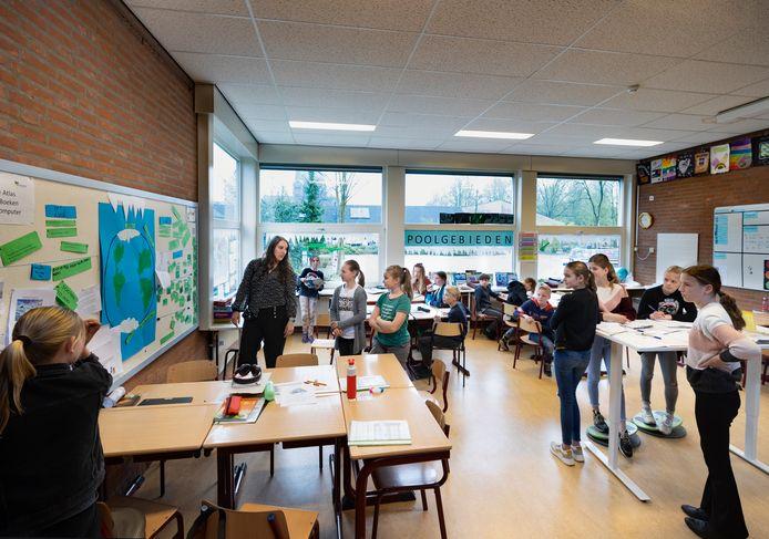 Juf Anouk van der Sande en leerlingen van haar groep 7/8 van 't Rendal in Lierop hebben samen de themamuur over poolgebieden vormgegeven. De school werkt volgens de methodiek VierKeerWijzer.