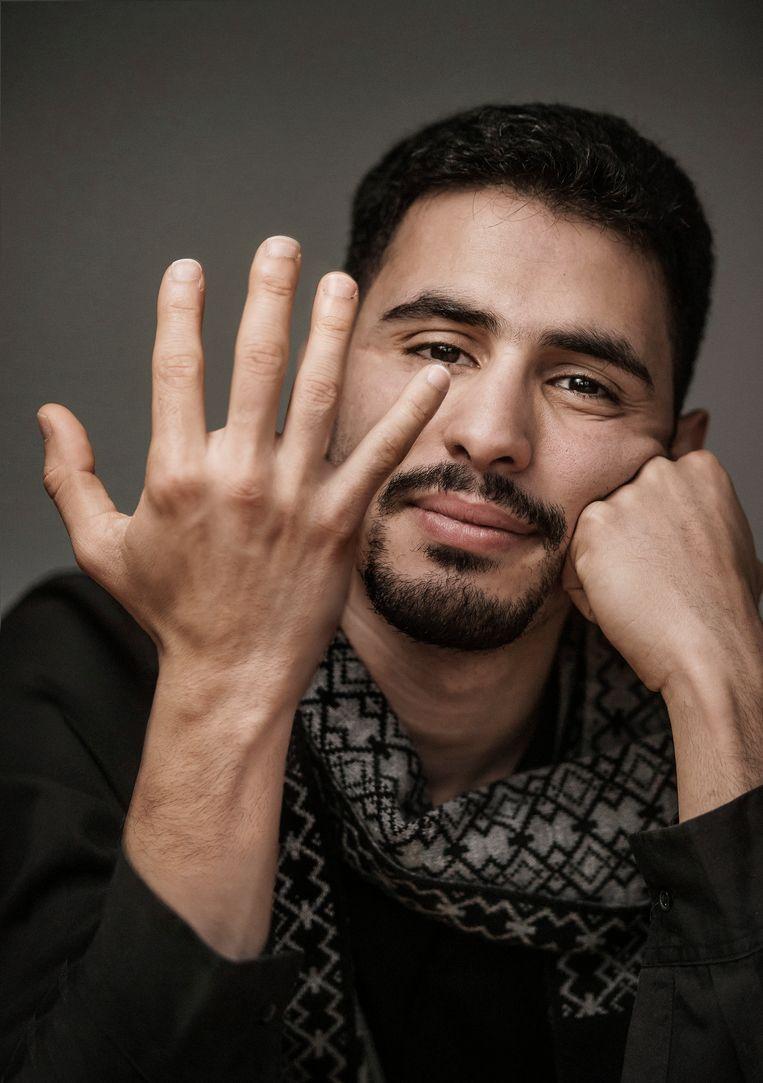 Aeham Ahmad: 'Soms lijkt het alsof mijn identiteit verschrompelt tot die ene foto of tot dat  ene verhaal van de in brand gestoken piano; dat weiger ik.'  Beeld Eric de Mildt