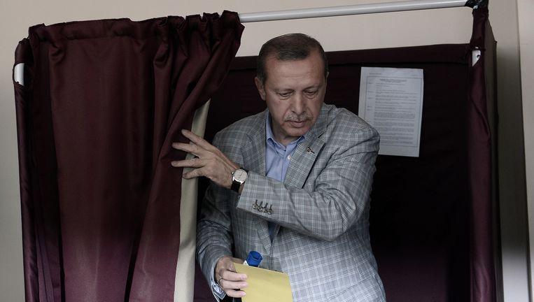 Recep Tayyip Erdogan na het uitbrengen van zijn stem. Beeld getty