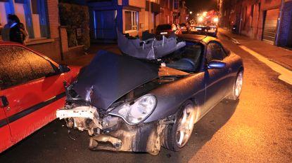 Porsche crasht in centrum Beveren: één gewonde, twee gevels en geparkeerde auto beschadigd