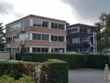 Dit verouderde kantoorpand in Goes-Oost wordt omgetoverd tot appartementengebouw
