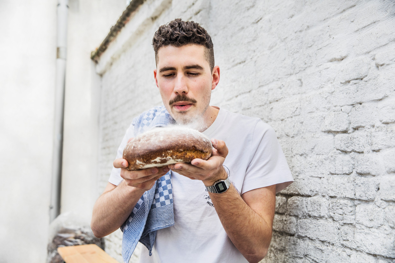 Pieter Bruurs: 'Elke middag eten we brood dat ik zelf heb gemaakt. Dat gevoel is wel show.'  Beeld Aurélie Geurts