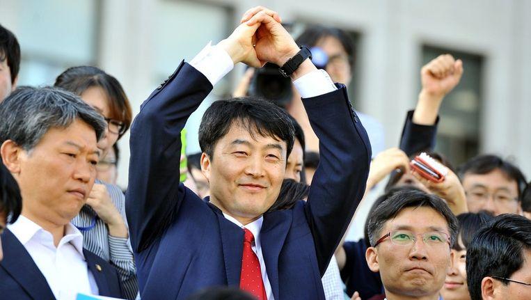 Zuid-Koreaans parlementslid Lee Seok-ki in het midden. Beeld afp