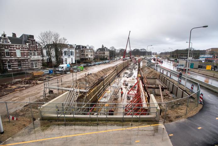 Een beeld op de open tunnelbak vanaf het toekomstige Stationsplein (dat is ontstaan doordat de tunnel over een afstand van circa 150 meter is afgedekt).