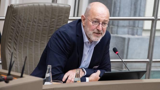 """Discussie opnieuw op gang na corona-uitbraak in rusthuis Nijvel: """"Aantal landen overweegt verplichte vaccinatie van zorgpersoneel"""""""