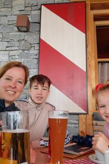 Jan Riesewijk en zijn gezin vieren vakantie in Mayrhofen: 'Niemand belt, niemand mailt, gewoon genieten'
