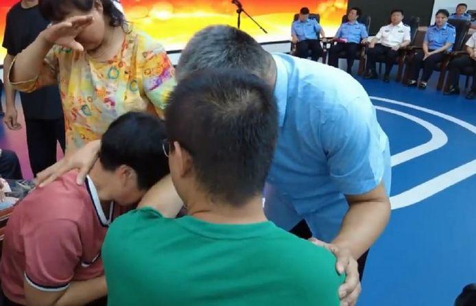 Guo Zhen (m) met zijn vader en moeder.