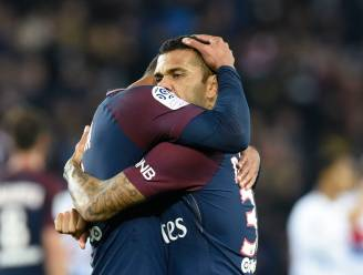Dani Alves regelt verzoeningsdiner tussen PSG-spelers (al krijgt hij wel snoeiharde kritiek van Forlán)