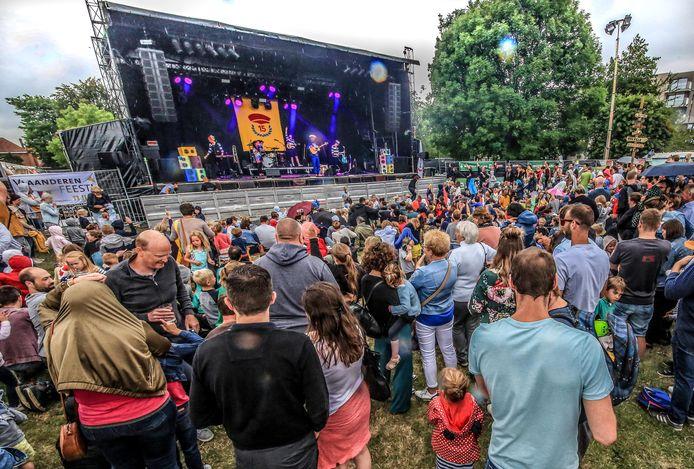 In 2019 ging het festival voor het eerst door op de Vlaskouter. Een massa zoals dit zal je er door de coronamaatregelen nog niet kunnen zien.