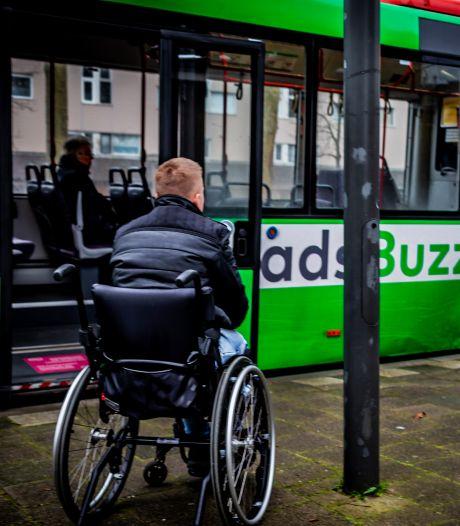 Invalide Dordtenaar Nick Ryan Bootsman (23) is de wanhoop nabij: 'Ik durf zo niet meer met de bus'