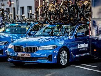 KOERS KORT. Staf en renners Deceuninck-Quick.Step rijden nog zeker tot 2026 in BMW-wagens