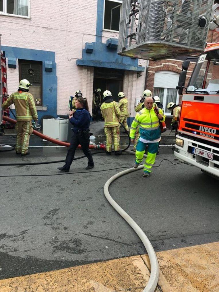 De brand was snel onder controle en de bewoners konden op tijd naar buiten.