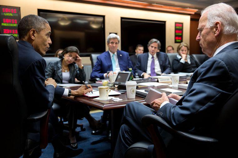 Obama en Biden tijdens een vergadering in 2014 van de Nationale Veiligheidsraad in de Situation Room van het Witte Huis. Beeld White House Photo