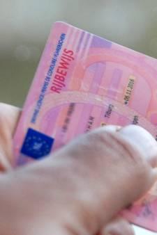 Man wordt voor zesde keer betrapt met verlopen rijbewijs, probeert agent te belazeren met gestolen rijbewijs