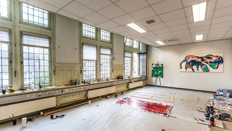 Het atelier van Kavelaars in het oude politiebureau aan de Nieuwezijds Voorburgwal Beeld Eva Plevier