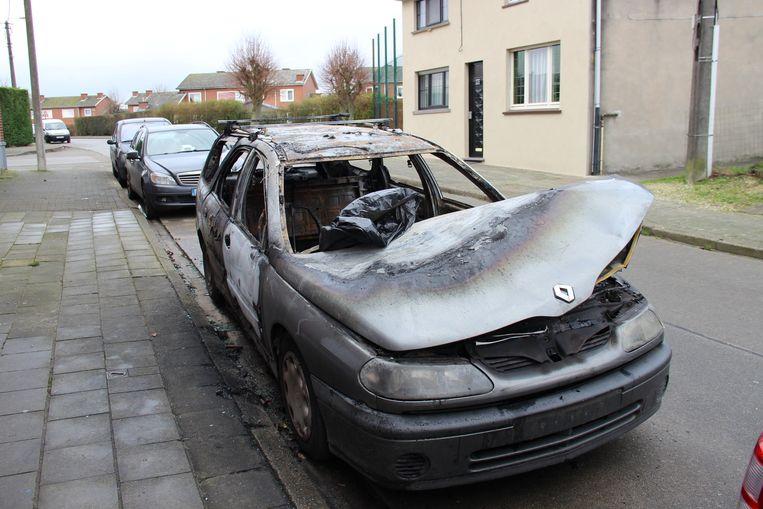Vandalen hebben de gezinswagen van Faraji Elamrany in brand gestoken.