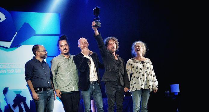 Wouter Jansen (met trofee), Raoul Copier, Mieke Jansen en Stefan Meutstege in 2018 nadat ze in Tabernas voor 'Draw Your Gun' de prijs voor beste korte western in ontvangst mochten nemen.