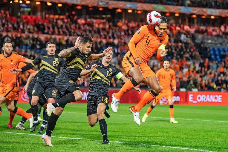 Oranje-aanvoerder Virgil van Dijk opent de score tegen Gibraltar.  Beeld Guus Dubbelman / de Volkskrant