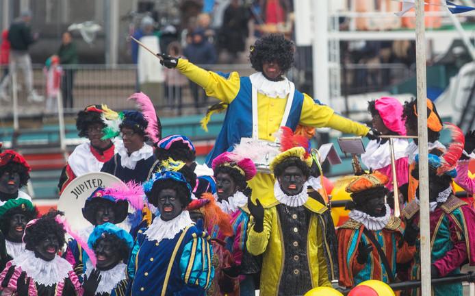 Intocht van Sinterklaas in de haven in 2017.