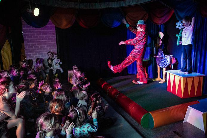 Het laatse optreden van Clown Kwibus tijdens een kinderfeestje.