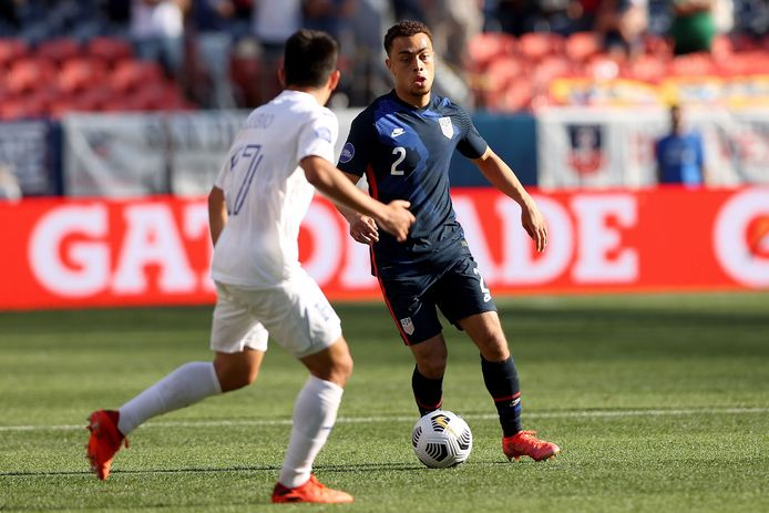 DENVER, COLORADO - JUNE 03: Sergino Dest #2 of USA advances the ball against Jonathan Rubio #17 of Honduras in the first half during Game 1 of the Semifinals of the CONCACAF Nations League Finals of at Empower Field At Mile High on June 03, 2021 in Denver, Colorado.   Matthew Stockman/Getty Images/AFP == FOR NEWSPAPERS, INTERNET, TELCOS & TELEVISION USE ONLY ==