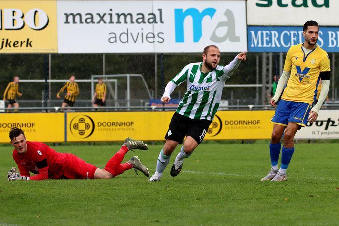 10 oktober: Sijmon Eenkhoorn tekent namens SC Genemuiden voor de enige treffer in de hoofdklassewedstrijd bij NSC. Het is het laatste weekeinde van 2020 waarin competitievoetbal wordt gespeeld.