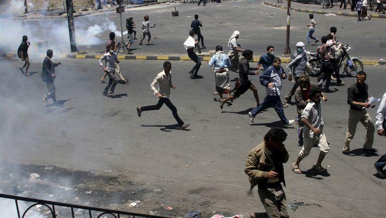 Demonstranten protesteren tegen de Houthi's in de Jemenitische stad Taiz. Beeld reuters