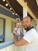 Mathijs F Scheepers met zijn zoontje Elvis.