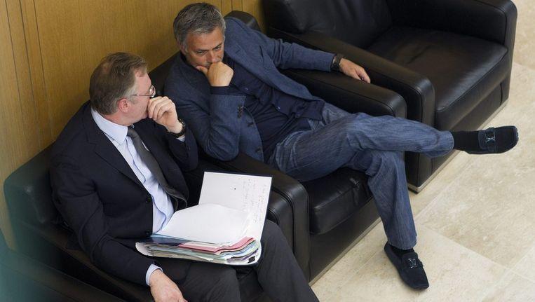 Jean-Louis Dupont (l) met José Mourinho (r). Beeld EPA