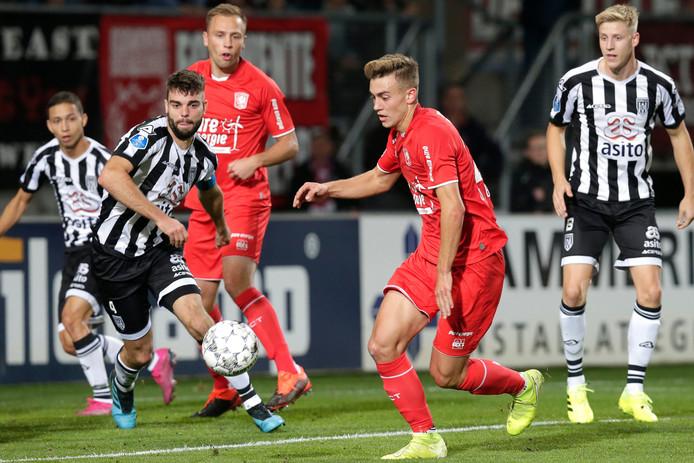 Robin Pröpper (links) ontbreekt nog in de selectie van Heracles. Zijn ploeg wil buiten de deur weer eens winnen. De laatste keer dat dat lukte was tegen FC Twente.