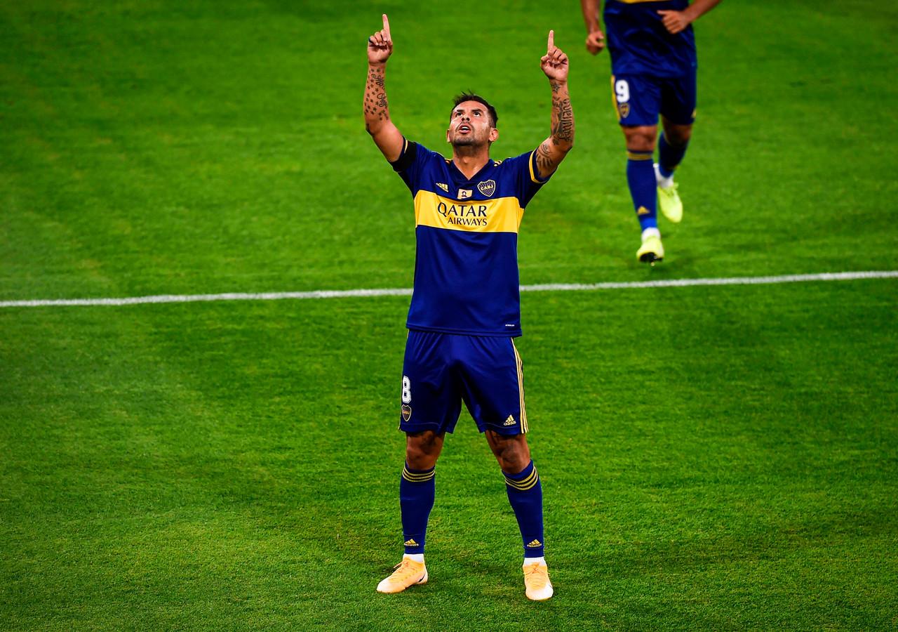 Edwin Cardona wijst naar de hemel, naar Maradona.