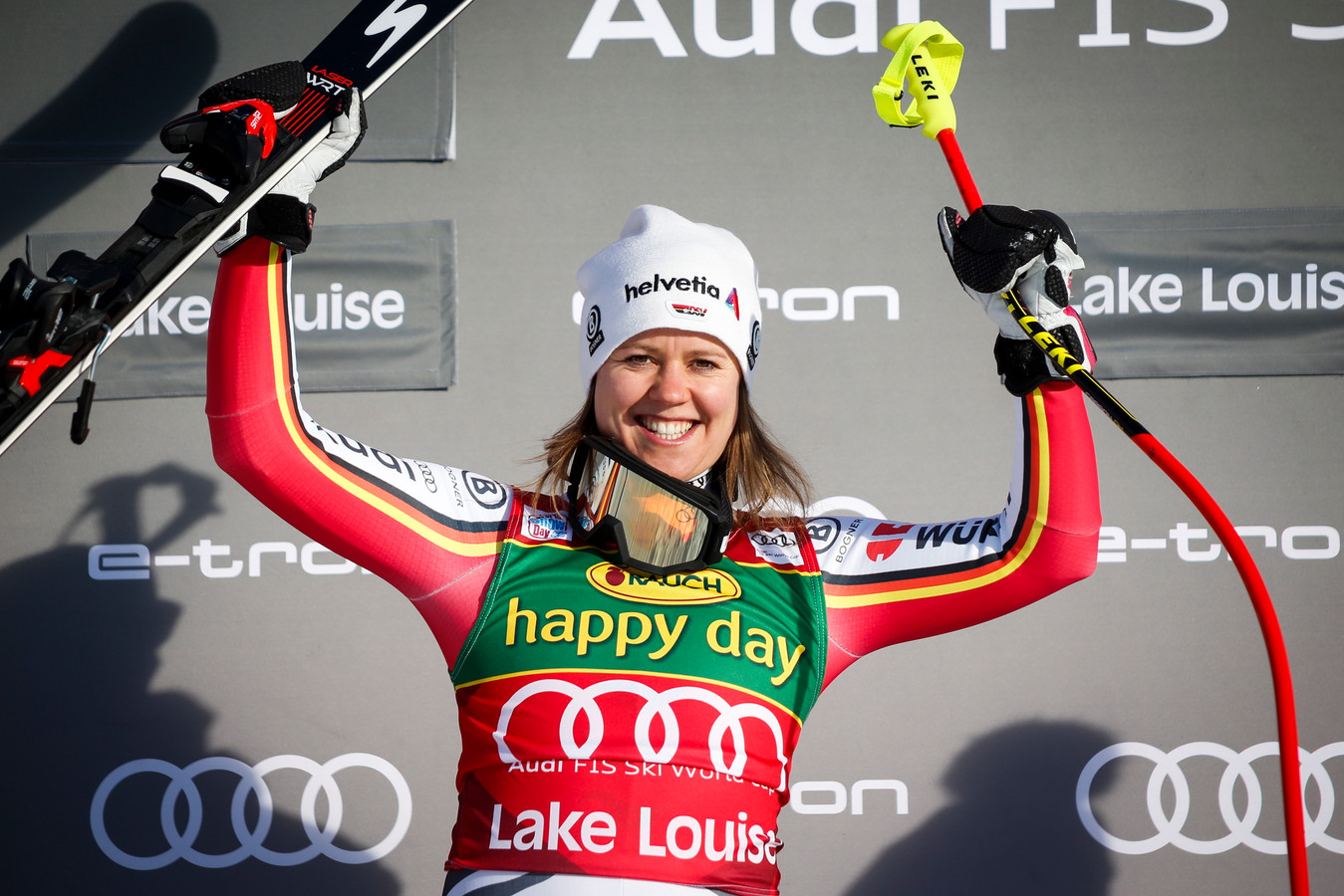 Viktoria Rebensburg was de trotse winnaar in Lake Louise.