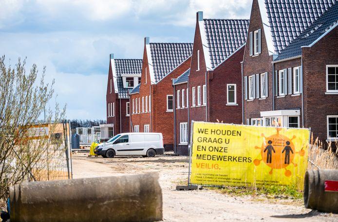 Bij de bouw van de 7de fase van het Koningskwartier in Zevenhuizen heeft de aannemer een fout gemaakt en een bijlage meegestuurd met alle persoonsgegevens. Foto: Frank de Roo