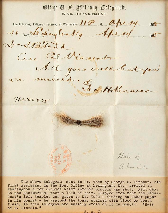 Het telegram met daarop de haarlok