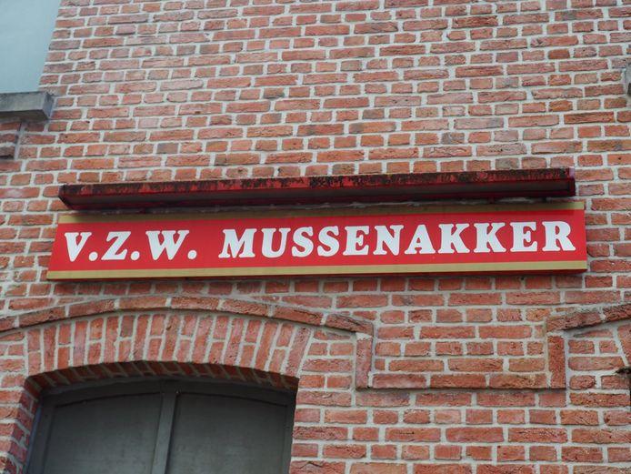 JH De Mussenakker stelde het terras speciaal op voor enkele bewoners van vzw De Kade uit Kalmthout.