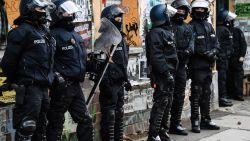 Honderden agenten vallen binnen bij linksextremisten in Berlijn