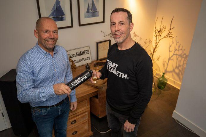 Peter (links) en Jeroen Kramers vormen de negende generatie van de Gebroeders Kramers, een Schiedamse distillateur.