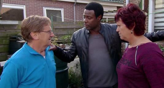 John helpt Chris en Marja.
