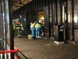 Slapende man in afvalcontainer gewond doordat machine begint te persen