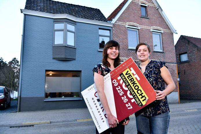 Voor Jolien Vanden Driessche (links) en haar vriendin Mieke Vanmunster uit Lokeren ging het razendsnel: het huis (links) dat ze kochten was pas het tweede dat ze bezochten.