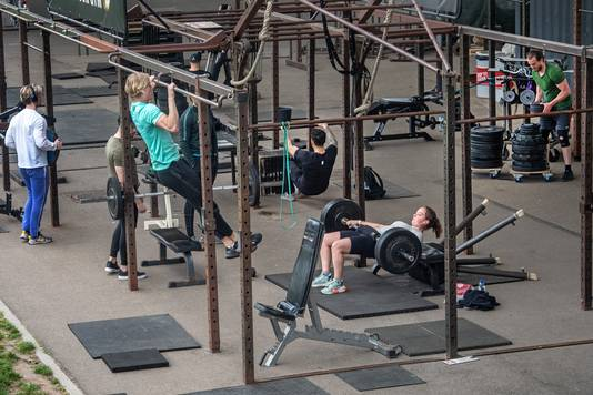 Trainen in de open lucht bij NYMA Outdoor Gym in Nijmegen.
