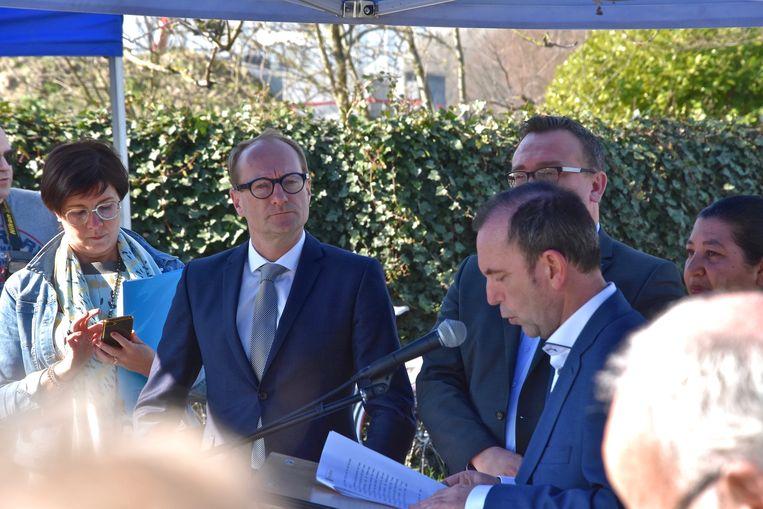 In Ooigem is de fietstunnel ter hoogte van de Drietrapssluis feestelijk ingehuldigd.  - Vlaams minister voor Mobiliteit en Openbare Werken, Ben Weyts