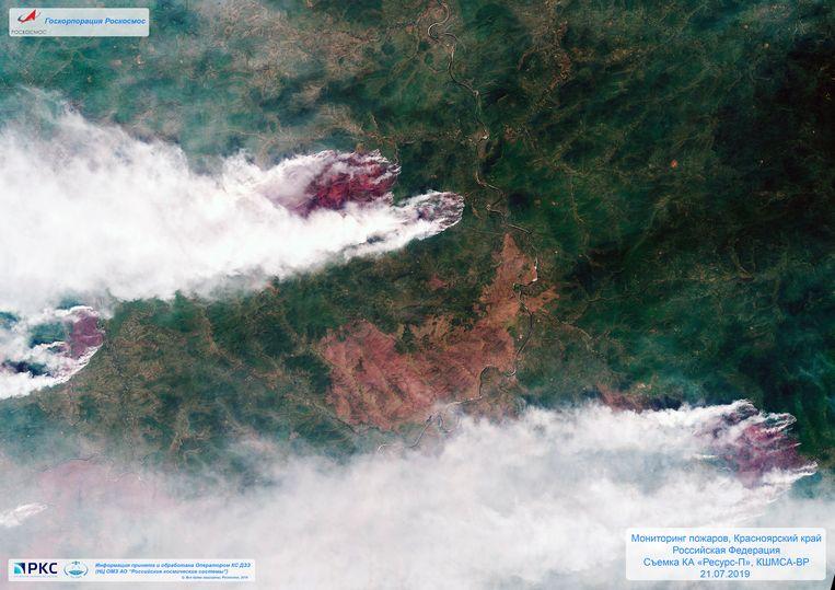 Een satellietbeeld van 21 juli toont bosbranden in de regio van Krasnoyarsk, in Oost-Siberië, Rusland. Beeld AP