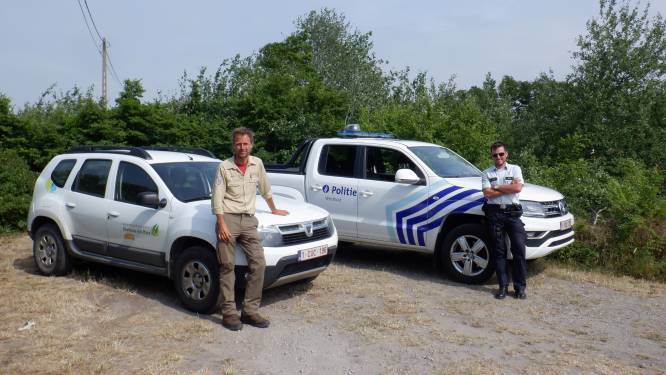 Boswachter maakt politie wegwijs door duinen en natuurgebieden in strijd tegen mensensmokkel en drugstrafiek