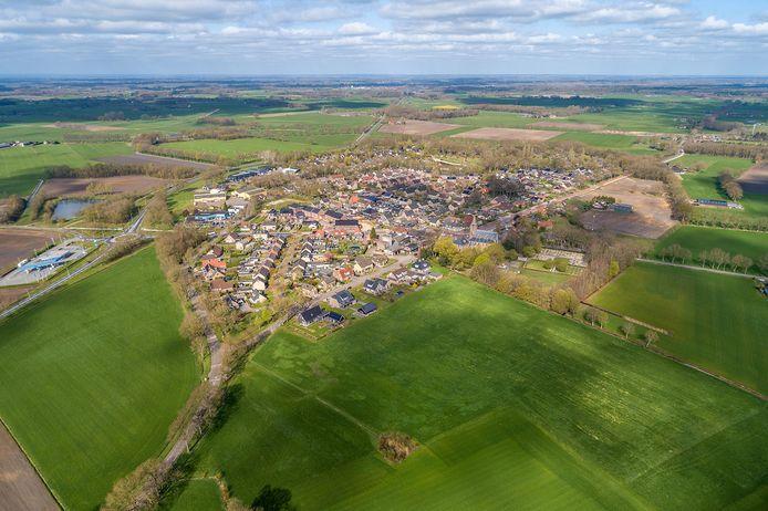Op de plek waar eens een boerderij stond, komen nu nieuwe woningen bij Nieuw Heeten.