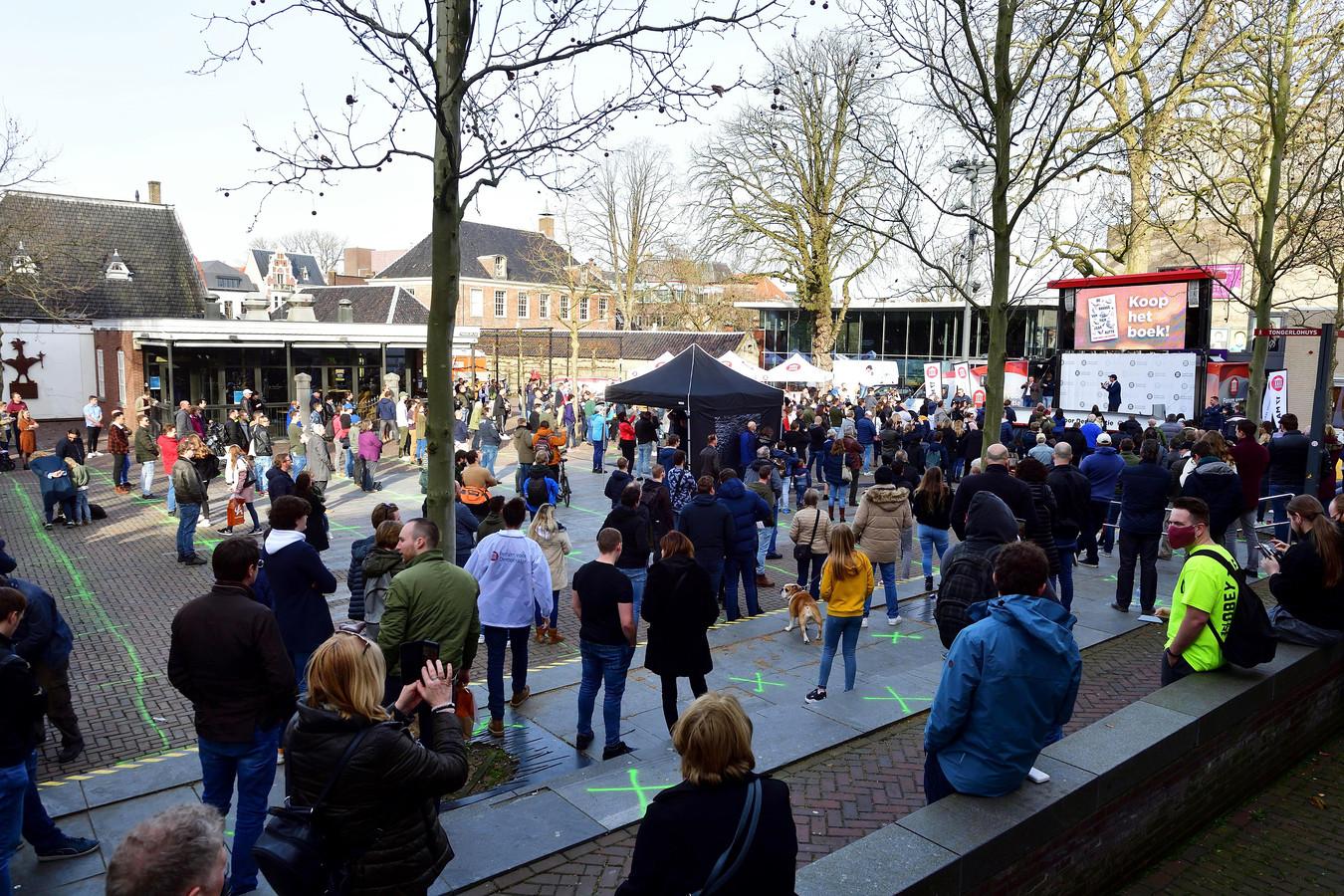 Honderden mensen bij de manifestatie van Forum voor Democratie in Roosendaal.