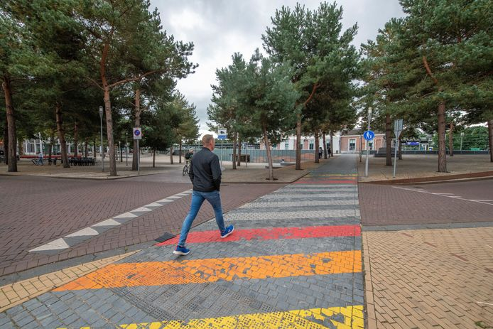 De huidige situatie van het Gaybrapad bij het Apeldoornse Stationsplein.