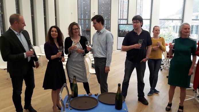 De Wageningse coalitie heft het champagneglas