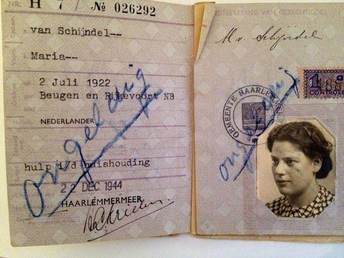 Het persoonsbewijs dat Betty van Zwanenbergh gebruikte.